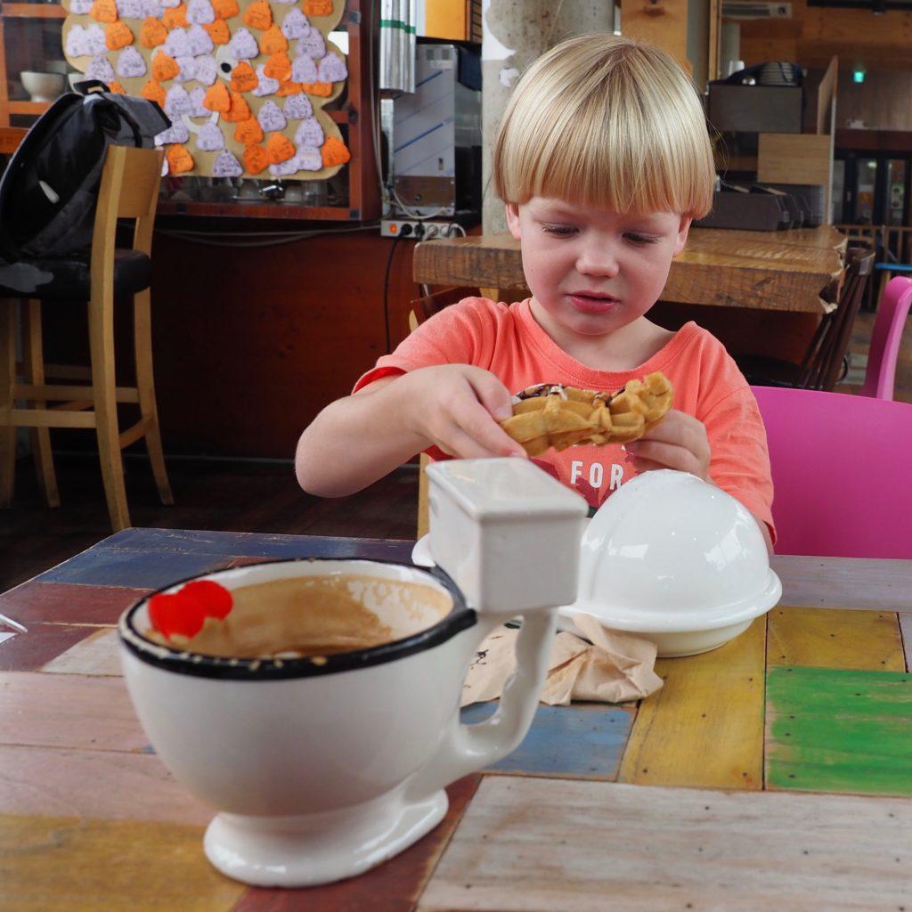 Mamma, vi vil på bæsj-kafeen!  – Velkommen til ultramoderne Sør-Korea!